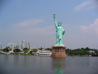 Heidepark Soltau - Achterbahn, Miss Liberty, Freiheitsstatue, See, Funpark, Heidepark, Freizeit, Spaß, Action, Karussells