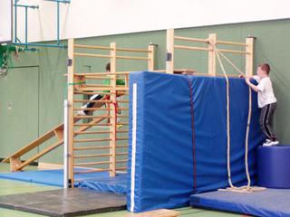 Bewegungslandschaft#5 - bewegen, Bewegungslandschaft, Sport, Aufbau, Geräte, Sprossenwand, Gletscherwand, klettern