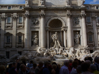 Trevibrunnen in Rom - Fontana di Trevi, Brunnen, Rom, Antike, Skulpturen, Touristenattraktion
