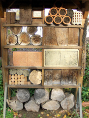 Insektenhotel #1 - Nisthilfen, nisten, brüten, Höhle, Insekten, Natur, Naturschutz