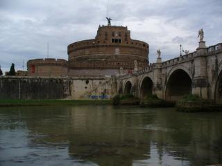 Engelsbrücke und Engelsburg in Rom - Brücke, Engel, Burg, Rom, Tiber, Antike, Skulpturen, Fluss