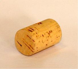 Korken - Korken, Weinkorken, Stoppel, Stöpsel, Zapfen, Verschluss, Kork, Zylinder, Drehzylinder, Kreiszylinder, rollen, Flaschenverschluss, Naturkork, Recycling, Rohstoff