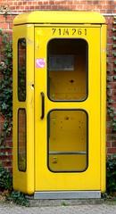 Telefonzelle - Telefonzelle, telefonieren, gelb, Säule, Prisma, Gespräch, Kommunikation, öffentlich, Münztelefon, Telefon, gelb, Post, Deutsche Bundespost, Telekom, quadratisch, Quader
