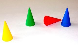 Kegel-Spielstein - Fang-den-Hut-Kegel, Kegel, Brettspiel, Hütchenspiel, Laufspiel, Würfelspiel, vier, spitz
