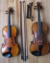 Violine und Viola mit Bögen und Schulterstütze - Violine, Viola, Geige, Bratsche, Geigenbogen, Bratschenbogen, Schulterstütze, Streichinstrument, Streicher, Streichinstrumente