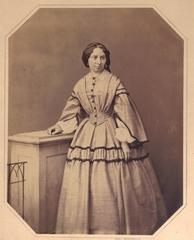 Vornehme Dame 1866 - 1866, Mode, Foto, Fotografie, Kleid