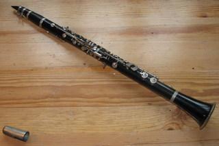 B-Klarinette - Klarinette, Holzblasinstrument, B-Instrument, Rohrblatt, Klappen, Blasinstrument