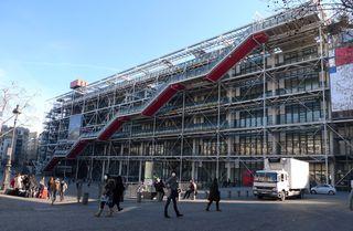 Centre Georges Pompidou - Paris, Frankreich, Museum, Rolltreppe, Metallstrukturen, Glas, Tubus, moderne Kunst, Plakat, Leute, Platz