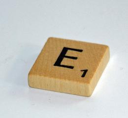 Scrabble-Stein - Quader, Scrabble, Gesellschaftsspiel, Spielstein, Denkspiel, Körper