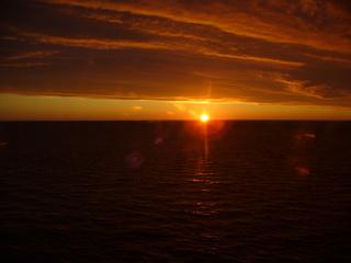 Ein neuer Tag beginnt - Sonne, Sonnenaufgang, Meer, Wolken, Weite, Romantik, Morgenrot, Ruhe, Meditation, Stimmung