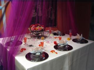 Tischdeko *indisch*#1 - Tischdekoration, indisch, Organza, Platzteller, Glaskugeln, Rosen, Rosenschale, Blüten