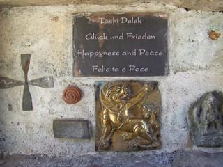 Glück und Frieden - Schild, Glück, Frieden, Wünsche, Nepal, Tibet, Südtirol, Juval, Reinhold Messner