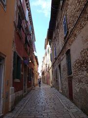 Gasse von Rovinj-Kroatien - Gasse, Straße, Weg, Perspektive