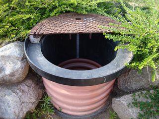 Blick unter den Gullideckel - Wasser, Gulli, Wassserversorgung, Wasserkreislauf, Zylinder, Volumen, Oberfläche, Kanalschacht, Kanal