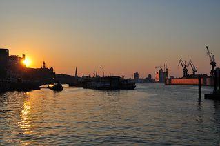 Tagesanbruch - Sonne, Sonnenaufgang, Morgen, Hafen, Hamburg, Fischmarkt, Wasser, Kran, Werft, Tagesanbruch, Tag, Nacht