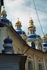 Kuppeln in der Klosteranlage von Petschery - Kloster, Klosteranlage, Russland, Landeskunde, Petschery, Kuppeln, Architektur, Bauweise, Gold