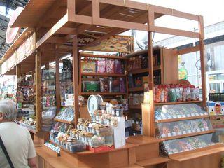 Süßwarenstand - Saratow, Russland, Einkaufen, Markthalle, Konfekt, Süßigkeiten, Landeskunde, Auslagen