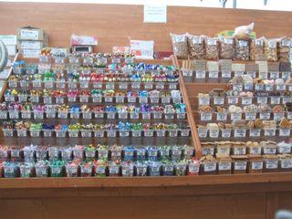 Einkaufen-Konfekt- und Keksauslagen - Saratow, Russland, Einkaufen, Markthalle, Konfekt, Süßigkeiten, Kekse, Landeskunde, Auslagen
