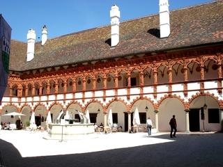 Schallaburg  #2 - Burg, Schloss, Sehenswürdigkeit, Hof, Innenhof, Arkade, Arkadenhof, Bogengang, Pfeiler, Säulen, Terracotta, Renaissance