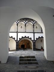 Schallaburg  #6  - Burghof, Tor, Innenhof, Arkaden, Stufen, Mauerwerk, Torbogen