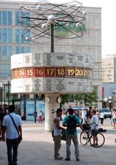 Berlin - Weltzeituhr auf dem Alexanderplatz - Berlin, Weltzeituhr, Alexanderplatz, Treffpunkt, Hauptstadt