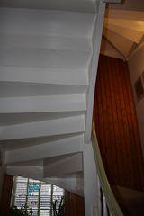 untere Ansicht einer Treppenkurve - Treppe, Kurve, steigen, wohnen