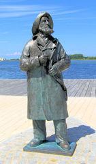 Ostseefischer #1 - Ostseefischer, Skulptur, Bronze, Mantel, Südwestern, Denkmal, Mann, Fischer