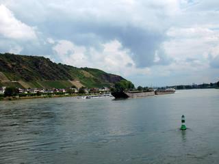 Rheinschifffahrt - Rhein, Schifffahrt, Fluß, Schiff, Wasserstraße, Fahrwasser, Wasser, Verkehr, Schiffsverkehr