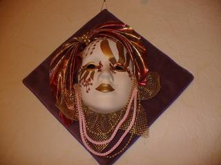 Masken 4 - Kunst, Maske, Venezianische Maske, Wandschmuck, Schmuck, Dekoration, Perlen, Seidenstoff, Gold, Bemalung, Porzellan, Tüll, Bänder, Stoff, Pailletten, Ornamente, venezianisch, Karneval, Verkleidung, Fasching