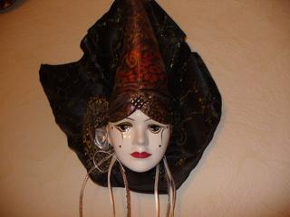 Masken 3 - Kunst, Maske, Venezianische Maske, Wandschmuck, Dekoration, Porzellan, Bemalung, Schmuck, Tüll, Bänder, Stoff, Tuch, Schleifen, Pailletten, Perlen, Ornamente, venezianisch, Karneval, Verkleidung, Fasching