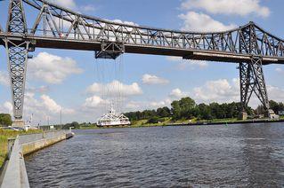Schwebefähre # 2 - Hochbrücke, Brücke, Fähre, Schwebefähre, Schleswig-Holstein, Rendsburg, Nord-Ostseekanal, Kanal, Wasser, Fluss, Transport, überqueren