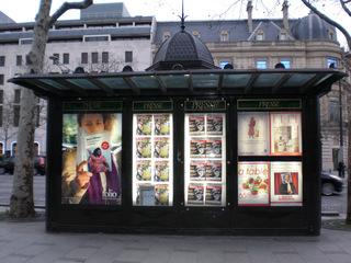 Paris Kiosque à journaux - Frankreich, Paris, kiosque, journaux, Zeitungskiosk, magasins, Geschäfte