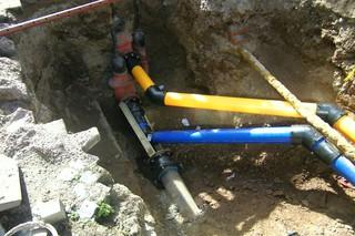 Rohre - Infrastruktur, Wasser, Wasserroh, blau, gelb, Gas, Gasleitung, Trinkwasser, Baustelle, Hohlkörper, Transport, Rohrleitung