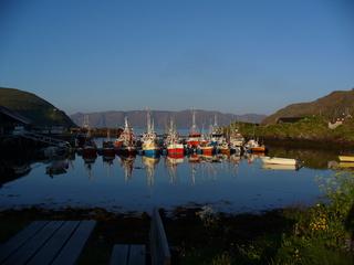 Nordkap 1 - Nordkapinsel, Hafen, Berge, Meer, Abendstimmung, Ruhe, Meditation, Nordkap, Kap, Boot, Boote, Abend, Schreibanlass