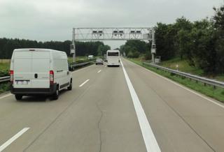 Autobahn4 - Mautbrücke, Autobahn, zweispurig, A7, Standstreifen, Maut, Mauterfassung, Straßenbenutzungsgebühr