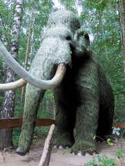 Mammut in einem Dino-Park - Wollhaarmammut - Urzeit, Mammut, Wollhaarmammut, groß, ausgestorben, Urzeittier, Urzeittiere, Evolution, Biologie, Fossil, Pflanzenfresser, Stoßzähne, Fell