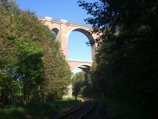 Elstertalbrücke#4 - Brücke, Eisenbahnbrücke, Ziegelsteinbrücke, Architektur, Elster, Gleis, Schienen, Bogenbrücke