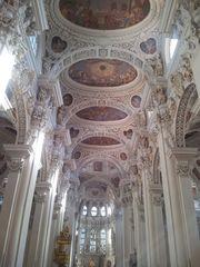 Stephansdom zu Passau #1 - Dom, Bischofskirche, Stephansdom, Sankt Stephan, Passau, Kircheninnenraum, Innenraum, Mittelschiff, Barock, Stuck, Fresken