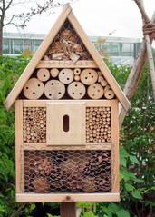Insektenhotel - Insekt, Insekten, Nisthilfe, Nisthilfen, Insektenhotel, Insektenhaus, Insektenschutz, Bienenhotel, Wildbienen, Wespen, Hummeln, Bruthilfe, Höhlung, Überwinterungshilfe, Nistkästen, Naturmaterial