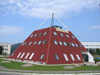 Pyramidenstumpf - Pyramidenstumpf, geometrischer Körper, geometrische Hausform, Pyramide, Trapez