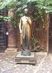 Julia - Julia, Romeo und Julia, Shakespeare, Tragödie, Verona, Italien, Liebe, Standbild, Statue, Julia-Statue