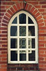 Kirchenfenster - Kirchenfenster, Kirche, gotisch, Gotik, Backstein, Klinkerstein, Sprossenfenster, Ziegel, symmetrisch