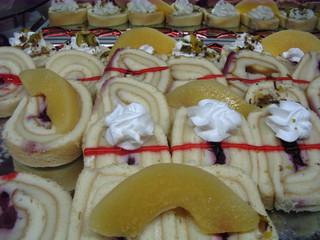 Biskuitrolle - Biskuitrolle, Füllung, Biskuitmasse, Torte, Gebäck