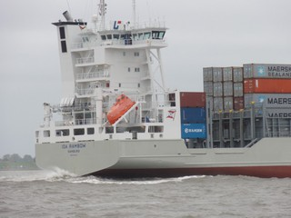 Containerschiff mit Rettungsboot - Rettungsboot, Seenot, Seenotrettung, Schiff, Schifffahrt, Elbe, Container, Containerschiff, Frachtschiff, Fracht, Brücke, Kommandostand, Kommandobrücke, Maersk, Seitenansicht
