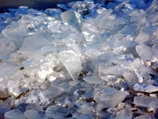 Eis - Eis, Eisstückchen, Eisstücke, Winter, Eisscholle, Dichte, Physik, Aggregatzustand, fest, Zustandsänderung