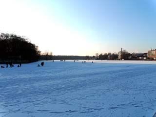 Winter auf dem See und Wasser #2 - Winter, Eis, Schnee, Jahreszeit, kalt, frieren, gefrieren, gefroren, zugefroren, Frost, bewegen, vergnügen, Dichte, Physik, Aggregatzustand, Anomalie, wolkenlos, sonnig, Wetter