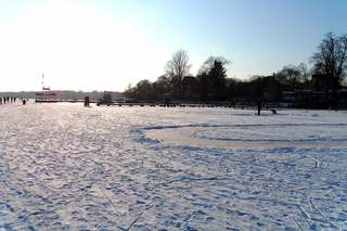 Winter auf dem See und Wasser #3 - Winter, Frost, Eis, Schnee, Jahreszeit, bewegen, kalt, frieren, gefrieren, gefroren, zugefroren, Dichte, Physik, Aggregatzustand, Anomalie, Wetter, sonnig, wolkenlos