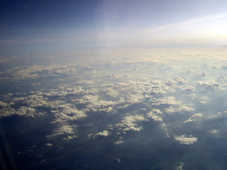 Über den Wolken - über den Wolken, Wolkenhimmel, Wolkendecke, Lufthülle, Atmosphäre, Wetter
