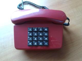 Telefon aus DDR-Zeiten - Telefon, Telephon, Fernsprechapparat, Fernsprecher, Kommunikation, Kommunikationsmittel, Tasten, telefonieren, telephonieren, anrufen, DDR, Deutsche Demokratische Republik, nostalgisch