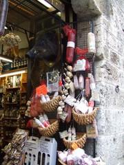 Laden in San Gimignano - Toskana, Italien, Laden, italienisch, Rotwein, Wildschwein, salumeria, Delikatessen, Lebensmittel, Lebensmittelladen, alimentari, einkaufen, Geschäft